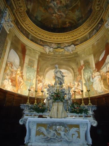 La iglesia de San Luca en la vieja ciudadela genovesa pertenece todavía a la familia Spinola. Fue fundada en el 1188 por Oberto Spinola y remodelada en estilo barroco en el 1626. Filippo Parodi es el autor de su exquisita Virgen inmaculada, visible en el centro del altar.
